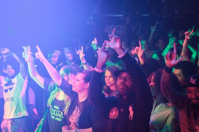 crowd1_0